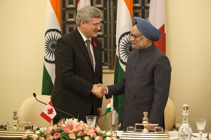 PM Stephen Harper, together with Indian Prime Minister Manmohan Singh, announces the conclusion of negotiations for the Administrative Arrangement between Canada and India that will allow the implementation of the Nuclear Cooperation Agreement. Photo: Office of the Prime Minister