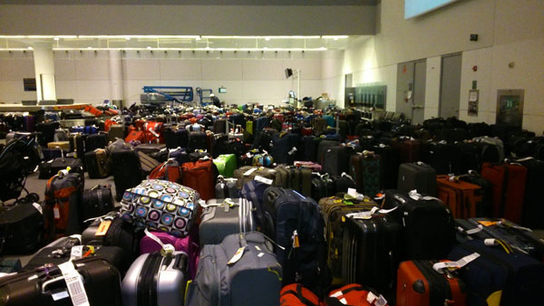 1,100 bags were stranded at Pearson. Photo: Shawn Sirois/Le Collectif