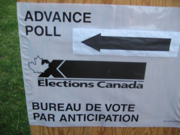 Picture of a sign reading Advance Poll by Elections Canada