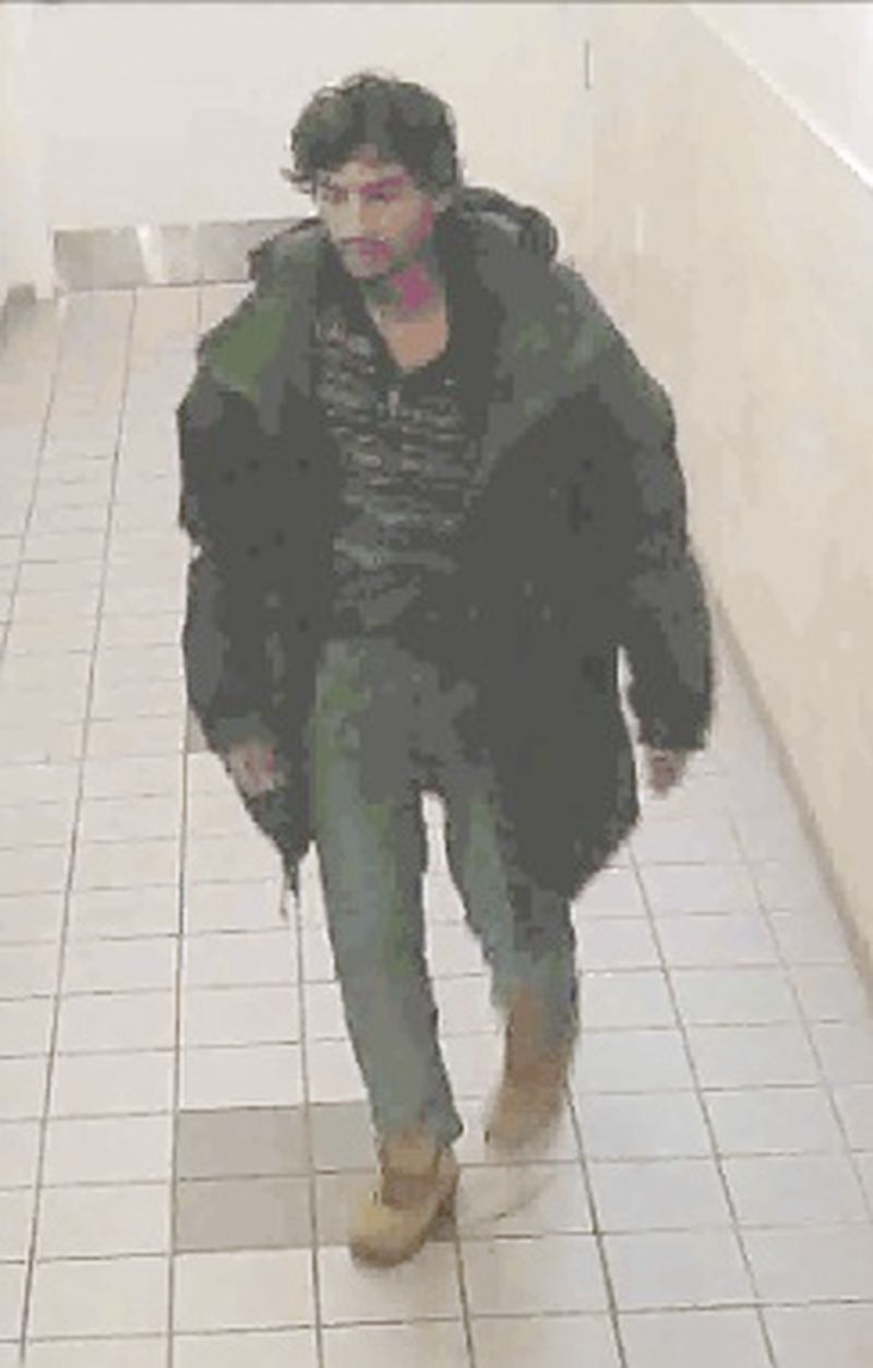 Toronto police are asking the public for help in identifying a suspect in a robbery on Mutual Street south of Gerrard St. East on Oct. 6, 2015 where a 51-year-old man was assaulted and robbed of his cell phone.