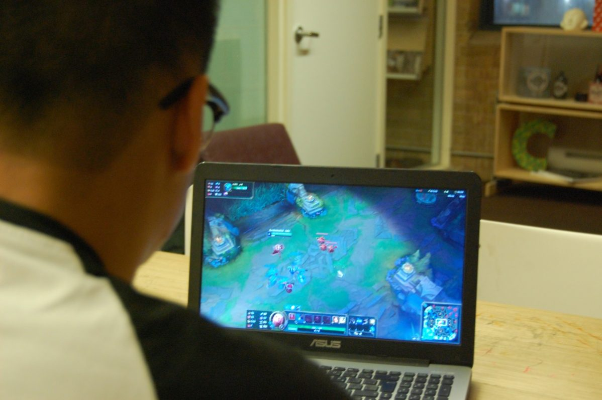 Kyle Chan, Coordinator of the League of Legends club, immersed in the game. Photo: Herman Young